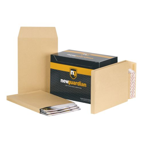 New Guardian Envelopes C4 Heavyweight Peel and Seal Gusset 25mm 130gsm Manilla Ref E27266 [Pack 100]